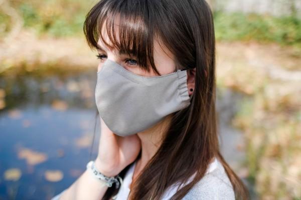 Mund- und Nasenmaske mit Einschub für Filter (Filter nicht im Lieferumfang enthalten)