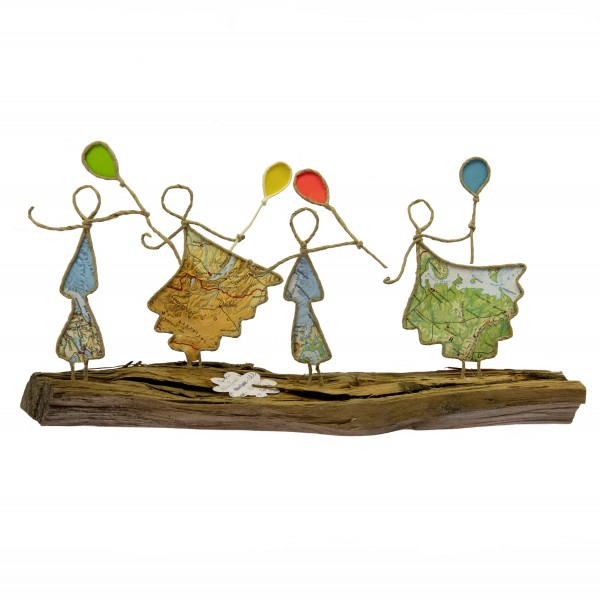 Drahtfiguren auf Holz